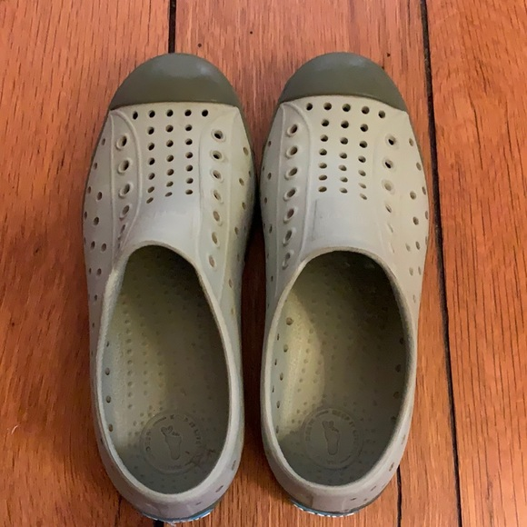 Native Shoes size J2 VGUC
